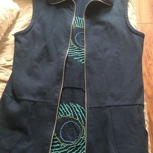 Synergy cotton vest peacock feathers